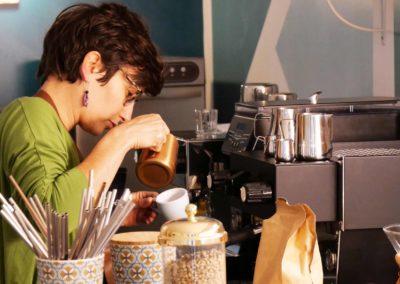 Sabrina barista pilea café gourmand Beaulieu-sur-Dordogne